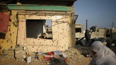 Angrebet på Gaza i sommer er en kraftigt medvirkende årsag til, at de europæiske offentligheders sympatier er ved at vende sig fra israelerne og over mod palæstinenserne. Ifølge en nylig undersøgelse støtter 27 pct. af briterne nu palæstinenserne og kun 12 pct. israelerne. Og politikerne følger – forsinket – med deres vælgere.