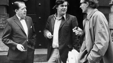 Bladfolk. Informations grundlægger, Børge Outze (t.v.), spillede dobbeltagent under krigen. I midten Torben Krogh, der efter sin død er blevet beskyldt for at have været KGB-agent. Til højre tidligere redaktionssekretær Bjarne Hansen, der en gang fik en skrivemaskine kastet i hovedet af Jan Stage.