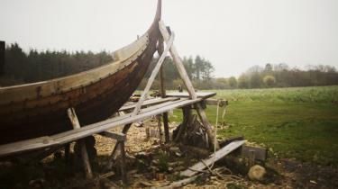 Vikingsskibsgraven i Ladbys chancer for at blive optaget på UNESCO's liste over verdensarv smuldrer, hvis der skal placeres et slutdepot for atomaffald tæt på, frygter man på Fyn.