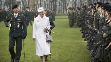 Dronning Margrethe overværede i går Gardehusarregimentets 400-års jubilæumsparade på kasernen i Slagelse. Faktisk viser det sig, at gardehusarerne slet ikke er 400 år gamle, men kun 252 år.