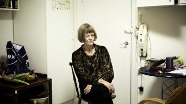 Charlotte Strandgaard fik ved sin søns død aktindsigt i hans journaler. Hendes bog er bygget op af kommentarer, refleksioner og tænkte samtaler med sønnen Hans.