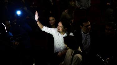 I protest mod den økonomiske, politiske og sociale situation har fem yngre professorer skabt et nyt parti, som vil gøre op med det topartisystem, der reelt har været gældende siden Francostyret. I weekenden blev Pablo Iglesias Turrión, her i hvid skjorte, valgt som formand.