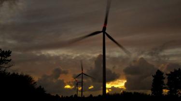 Én ting er, at danske vindmøller på land ifølge Rockwool Fonden og Energistyrelsen producerer billigere el end fossile kraftværker. Noget andet kan imidlertid være, hvad vindkraftens indmarch betyder for den gennemsnitlige produktionspris for el i det samlede danske energisystem. Også det ligger der nu vurderinger af.