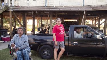Grace Bergeron er vokset op i det lille fiskerleje Grand Isle, Louisiana, og her bor hun stadig med sin familie. Oversvømmelser har betydet, at de har måttet hæve deres hus flere gange.