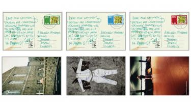 Hilsner og snapshots fra Malk de Koijns verden, som de er gengivet i 'Postkort fra Langestrand.