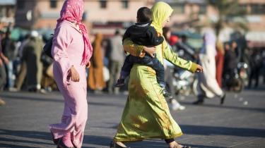 I Mellemøsten og Nordafrika er det for kvinder forbundet med stor skam at komme i fængsel. Familierne slår ofte hånden af kvinden, og er hun gift, er det ikke unormalt, at manden lader sig skille, børnene bliver anbragt uden for hjemmet, og at kvinden fratages forældremyndigheden.