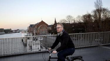 I en alder af kun 32 år er Morten Skov Christiansen allerede kommet til tops i fagbevægelsen som formand for LO Hovedstaden. Som fremtidens mand ser han store uforløste potentialer for en fagbevægelse, der bliver stadig mere presset af udenlandske arbejdsgivere og -tagere