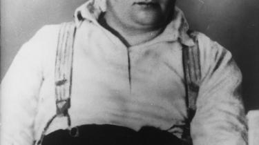 Den tjekkiske forfatter Jaroslav Hašek, hvis berømmelse bygger på romanen 'Den gode soldat Svejks eventyr', som han ikke nåede at færdiggøre inden sin død 3. januar 1923.