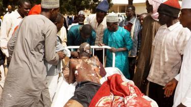I weekenden sprængte selvmordsbombere sig selv i luften i byen Potiskum i delstaten Yobe. Terrorgruppen Boko Haram har tiltvunget sig mere og mere kontrol med områder i det nordlige Nigeria, hvor befolkningen i forvejen er utilfreds med det kristne syd, der både sidder på landets rigdom og magt.
