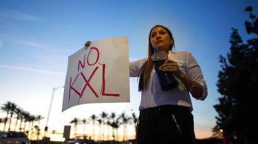 I deres iver for at godkende en kontroversiel canadisk olierørledning gennem tre amerikanske delstater har det nye republikanske flertal i Kongressen fremtvunget en debat om global opvarmning, der kan give politisk bagslag
