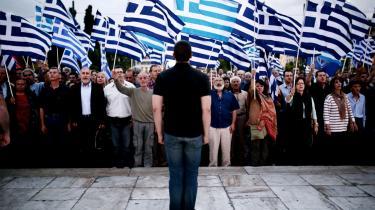 Slagsang. Ud over den græske nationalsang rummer repetoiret også gamle SS-sange, som i Gyldent Daggrys historiefortælling blot er, hvad Tysklands fascistiske intellektuelle har hentet fra de gamle grækere.