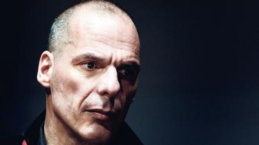 Yanis Varoufakis er under eurokrisen blevet den mest markante offentlige intellektuelle i Grækenland. Nu skal rockstjerneøkonomen måske skifte sin motorcykel ud med en ministerbil: 'Jeg er virkelig bekymret for dagen efter valget,' siger han til Information