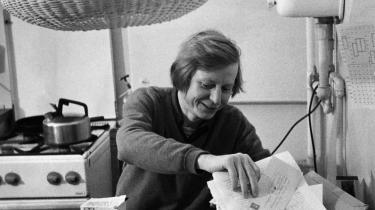 1976. Det studenteroprøroprør, der sprang ud i Berlin og Paris, havde brug for den noget ældre Hans Magnus Enzensberger og hans meninger. Hans nye bog 'Tumult' handler ikke mindst om hans arbejde med både at være medlem og ikke-medlem af begivenhederne.