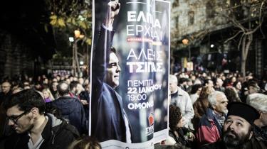 Grækerne skal søndag afgøre, hvem der skal have de 300 pladser i landets parlament. Her er det tilhængere af Syriza, der er på gaden i Athen.