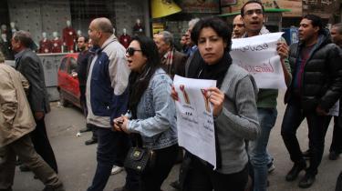 Shaimaa al-Sabbagh (forrest i grå trøje) i lørdagens demonstration i Kairo, kort før hun blev ramt af skud og døde.