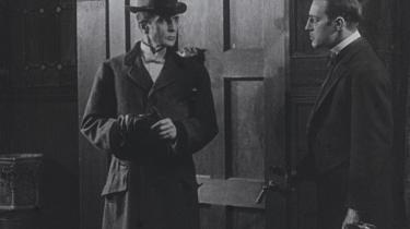 Den amerikanske skuespiller William Gillette spiller titelrollen i 'Sherlock Holmes' fra 1916. En film, som man indtil for fire måneder siden troede var gået tabt for altid.