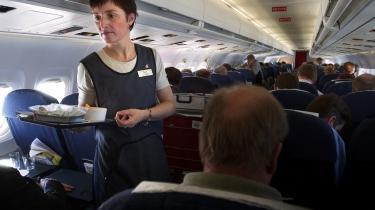Bestiller passagererne særlig flymad – eksempelvis halal eller vegetar – bliver det registreret. Denne oplysning og 41 andre vil EU-Kommissionen opbevare i fem år i kampen mod terrorisme. Arkiv