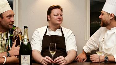 Holdet. Fra venstre Nikolaj Kirk, Rasmus Grønbech og Mikkel Maarbjerg, der dystede på æble, selleri, valnød og pære. Vinderen blev selve ideen, fordi det er tre meget forskellige kokke, skriver vor anmelder.