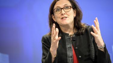 EU-kommissær Cecilia Malmström understreger, at det ikke er på tale at sænke reguleringsmæssige standarder i frihandelsaftalen.