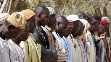 I en FN-flygtningelejr ved Lake Chad samles nigerianske flygtninge for at bede. Siden begyndelsen af januar er mere end 14.000 flygtet fra Boko Haram i Nigeria ind over grænsen til Tchad