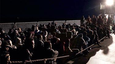 Det er vinter, så smuglerruterne ind i EU burde næsten være gået i stå. I år er det anderledes: Store fragtskibe er sejlet af sted mod Italien fra den sydtyrkiske kyst og har ændret spillereglerne for den illegale migration. Ville EU virkelig stoppe det, burde det åbne ambassaderne, siger en smugler