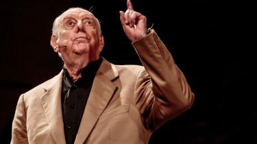 Dario Fo har skrevet en bog om Christian d. 7. Her ses han på scenen i Degli Arcimbodi teatret i Milano i november 2014 i forbindelse med en forestilling om Maria Callas
