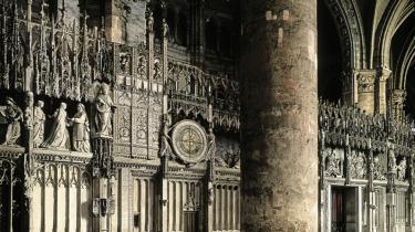 Beslutningen om at føre domkirken i Chartres tilbage sit oprindelige udseende har skabt voldsom debat.