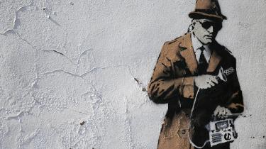 Britisk parlamentskomité frikender efterretningstjenesten GCHQ for at have foretaget ulovlig masseovervågning på trods af, at de hver dag læser tusindvis af e-mails. Civilsamfundsgrupper kalder komiteen 'ignorant'