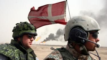 Ifølge et notat har Forsvarets Efterretningstjeneste medvirket til at forsinke Irakkommissionen, der har til opgave at belyse baggrunden for den danske beslutning om at deltage i krigen i Irak og Danmarks overholdelse af internationale konventioner i forbindelse med krigsførelsen.