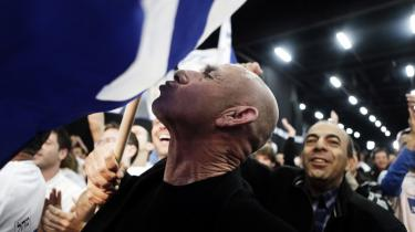 En Likud-tilhænger viser sin begejstring over det israelske valgresultat. Få havde set Netanyahu som vinder, men i sidste ende vandt frygten for tab af sikkerhed over oppositionens løfte om fred.
