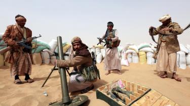Sunni-stammekrigere i yemenitiske Marib, hvor de gør sig klar til at kæmpe mod landets fremstormende Houthi-milits. Men ind i mellem også mod hinanden.