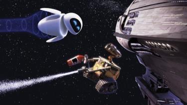 Robotten WALL-E repræsenterer den gamle, beskidte måde at konsumere på. I kontrast til dette står EVE: et hvidt, smukt produkt, der er en central del af en fremtidig, bæredygtig tidsalder. WALL-E er af en svunden tid – EVE er en iMac.