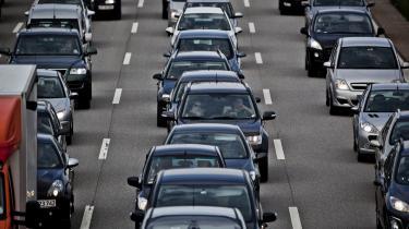 Politiets foreløbige evaluering af et forsøg med såkaldt automatisk nummerpladegengivelse viser, at systemet til at overvåge bilister producerer falske alarmer i cirka ni ud af ti tilfælde, når det handler om efterlyste biler.