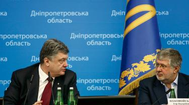 To af Ukraines rigeste mænd, Petro Porosjenko (t.v.) og Igor Kolomojskij, er de helt store vindere efter de politiske omvæltninger i det hårdt ramte land. Begge har formået at sikre deres forretningsimperier – chokolade og energi – og udbygge deres politiske magt.