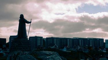 Forhistorie. En statue af missionæren og kolonisatoren Hans Egede skuer ud over Nuuk. Næsten 300 år efter præstens rejse til Grønland er danskerne måske nok kommet sig over deres koloniale fortid, men det samme gør sig ikke gældende for grønlændere og andre engang koloniserede.