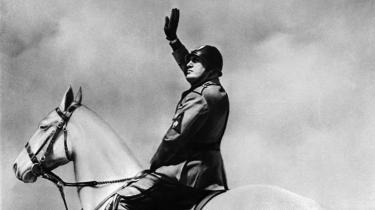 Hitlers, Stalins og Mussolinis stater døde i krigen, men ikke nødvendigvis ideen om en totalitær nationalstat, som vinder frem i skuffelsen over globaliseringen og de utilsigtede konsekvenser af neoliberalismen. Kan vi ende med, at det liberale demokrati bliver en undtagelse, mens normen er autoritære nationalstater med skindemokrati?