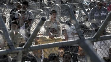 Den berygtede og stærkt bevogtede flygtninge-detentionslejr Amygdaleza i det nordlige Athen, hvor 1.500 asylansøgere sidder passivt. Den nye græske regering har bebudet at ville lukke den græske udgave af Guantanamo, men det er blevet en politisk varm kartoffel.
