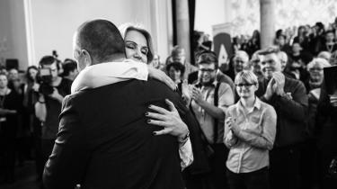 Helle Thorning-Schmidt fejrede i går sit tiårsjubilæum som partileder, men har stadig et uløst problem på bagsmækken i form af en upopulær dagpengereform. Nu vil 3F imidlertid komme hende lidt i møde.