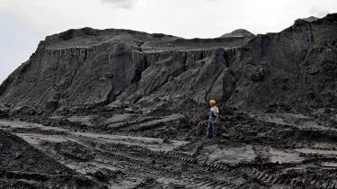 Kullageret ved kraftværket i Oroszlany i Ungarn. Verdensbanken advarer om, at en skat på kulstof er nødvendig for at nedbringe klimatruslen.