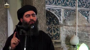 Propagandavideo, der angiveligt viser lederen af IS, Abu Bakr al-Baghdadi. Ifølge kilder blev han hårdt såret i går. AFP