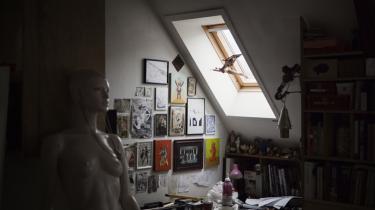Mens Kulturministeriet gerne promoverer Danmark i udlandet på kunsten, oplever unge danske kunstnere, at de må kæmpe en indædt kamp for at overleve økonomisk.