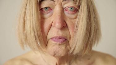 I det meste af sit liv har Eila Neergaard forsøgt at leve som mand, men følt sig som en kvinde. Efter afslag på afslag fra de danske myndigheder rejste hun som 71-årig til Thailand og fik foretaget en kønsskifteoperation
