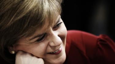 Den skotske SNP-leder Nicola Sturgeon er populær – ikke kun i Skotland, men også i England.