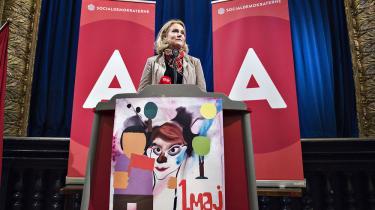 Statsminister Helle Thorning-Schmidt, formand for Socialdemokraterne , indledte sin 1. maj i år klokken 06.35 i Fritidscentret i Randers. Her holdt hun sin første af flere 1. maj taler