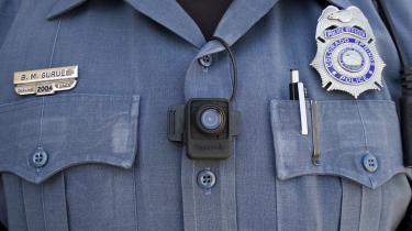 Forsøg i USA har vist, at kropskameraer medfører et fald i både politiets brug af magtanvendelse og i antallet af klagesager over politiet.