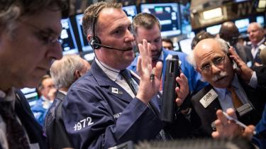 Det danske marked er ekstremt, men også Asien og USA har haft fantastiske tider de sidste måneder. Alligevel er der en vis nervøsitet at spore, her på børsen i New York, som onsdag oplevede et midlertidigt dyk på 150 point.
