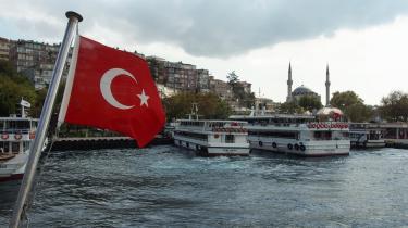 Bosporusstrædet deler Tyrkiets største by i en europæisk og asiatisk del, hvor man kan vandre igennem de anatolske kvarterer og opleve et andet Istanbul end det, der præger turistområderne.