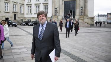 Jørgen Dragsdahls langstrakte injuriesag mod koldkrigsprofessor Bent Jensen var i går nået til højesteretten, hvor Dragsdahls advokat René Offersen lagde ud med at forklare, at sagen juridisk handler om en afvejning mellem to artikler i Den Europæiske Menneskerettighedskonvention, nemlig artikel 10 om ytringsfrihed og artikel otte om ret til beskyttelse af privatlivets fred.