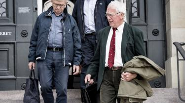 Koldkrigsprofessor Bent Jensen forlader Højesteret sammen med Søren Krarup, efter at Bent Jensens advokat Karoly Németh i går havde argumenteret for, at Bent Jensen havde en udvidet ytringsfrihed, også selv om forskningen blev formidlet via en avis – i dette tilfælde Jyllands-Posten.