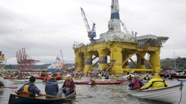 Lige nu, i havnen, er Polar Pioneer meget stor. Til sommer, i Polarhavet, kan den blive meget lille
